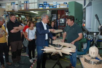 Tarek Al-Wazir und Achim Brohm, Herstellung eines Rads