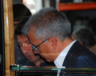 Tarek Al-Wazir und Achim Brohm am Ausschankwagen
