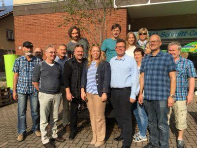 Beim Sommerfest der Grünen Rimbach, u.a. mit Jochen Ruoff (vorne links), Sabine Fraas (Mitte) und dem Bergsträßer Direktkandidaten Alexander Berndt (vorn 2.v.r.)